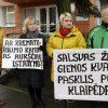 """""""Salsvas žmogienos kvapas pasklis po Klaipėdą"""": piketas prieš krematoriumą"""