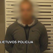 Uostamiesčio pareigūnai sulaikė narkotikus miške galimai slėpusį vyrą
