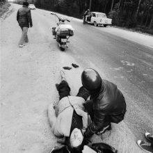 Lemtis: po nelaimingo atsitikimo R.Požerskis ir jo bičiuliai nulipo nuo motociklų.