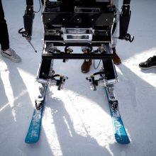 Netradicinės lenktynės: robotai susirungė slidinėjimo trasoje