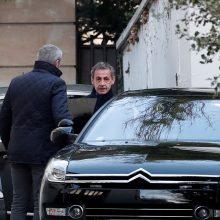 Prancūzijos eksprezidentas N. Sarkozy apklausiamas jau antrą dieną