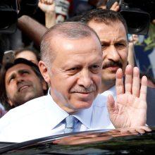R. T. Erdoganas pirmauja Turkijos prezidento rinkimuose