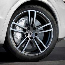 """Naujame """"Cayenne Turbo"""" – dar daugiau """"Porsche 911"""" savybių"""