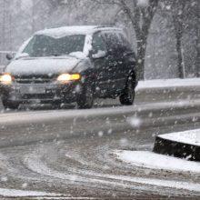 Vairuokite protingai: keliuose – tikra velniava dėl sniego