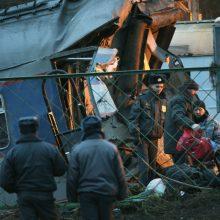 Rusijos Tolimuosiuose Rytuose ant traukinio užgriuvo viadukas