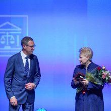 Prezidentė apdovanota už nuopelnus teismų sistemai