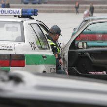 Kontrolieriai tirs, ar vyrai policijoje gali patruliuoti po vieną
