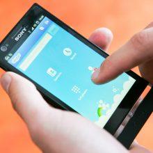Prancūzijos mokyklose ketinama uždrausti mobiliuosius telefonus