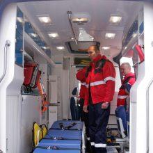 Daugiabučių kieme rastas sužalotas vyras mirė pakeliui į ligoninę