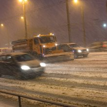 Naktį eismo sąlygas sunkis plikledis ir šlapdriba