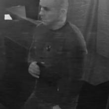 """Policija ieško """"erelio"""", spyrusio moteriai į nugarą: vyras atpažintas"""