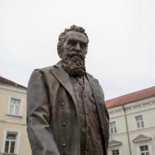 Vilniuje atidengiamas paminklas Tautos patriarchui J. Basanavičiui