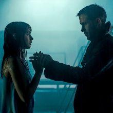 """Filmas """"Bėgantis skustuvo ašmenimis 2049"""" – pasmerktas sėkmės scenarijui?"""