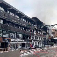 Prancūzijos slidinėjimo kurorte kilo didelis gaisras, yra žuvusiųjų