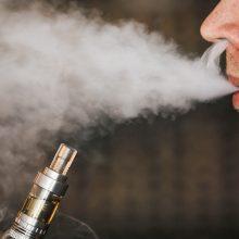 Tyrimas: elektroninės cigaretės gali keisti DNR ir sukelti vėžį