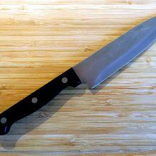 Klaipėdoje neblaivi žmona peiliu užpuolė vyrą
