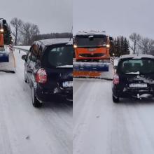 Sniego valytuvo ir lengvojo automobilio akistata: kaip pasielgtumėte jūs?