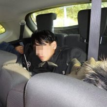 """Pasieniečių """"laimikis"""": latviai automobiliuose gabeno 12 nelegalių migrantų"""