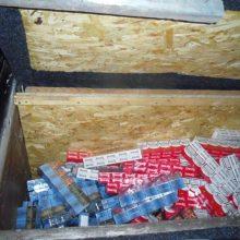 Kontrabandą į Lietuvą ukrainietis vežė mikroautobuso slėptuvėse