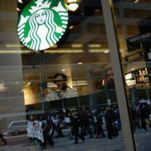 """""""Starbucks"""" keičia taisykles: klientais laikys ir nieko neužsisakančius lankytojus"""