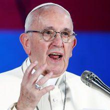 Popiežiaus Pranciškaus laiškas katalikams: pasmerkė lytinį išnaudojimą