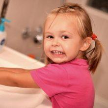 Daugėja ūminių žarnyno infekcijų proveržių: jautriausi – vaikai