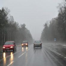 Lietuvos keliuose yra slidžių ruožų, naktį prognozuojamas plikledis ir lijundra