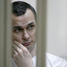 Rusijoje kalinam Ukrainos režisieriui O. Sencovui pasiūlyta nutraukti bado streiką