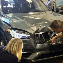 Kas kaltas dėl mirtimi pasibaigusios autonominio automobilio avarijos?