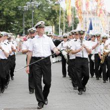 Orkestro vadovui P. Memėnui – kiemsargio etatas