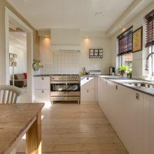 Patarimai, kaip įsirengti patogią, funkcionalią ir stilingą virtuvę