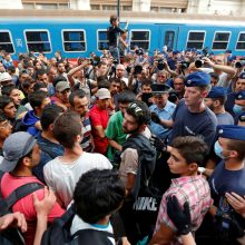 """Austrija žada """"saugoti"""" savo sienas, Vokietijai siūlant sprendinį dėl migrantų"""