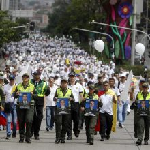Po išpuolio prieš policijos akademiją Kolumbijoje žygiavo tūkstančiai žmonių