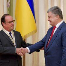 P. Porošenka įteikė Prancūzijos eksprezidentui Laisvės ordiną
