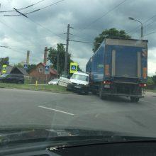 Jurbarko gatvės nepasidalijo mikroautobusas ir krovininis automobilis