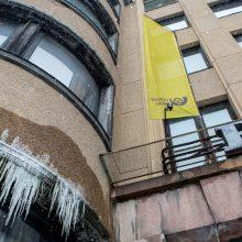Kauno centriniame pašte trūko vamzdis: pastatas pasidengė varvekliais