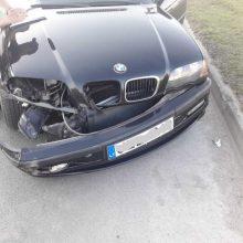 Magistralėje užsnūdęs BMW vairuotojas sukėlė avariją