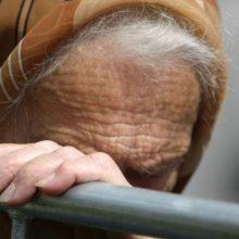 Sumani senolė netapo sukčių auka – tariama pinigų tikrintoja sulaikyta