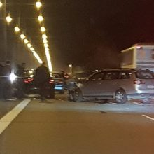 Dar viena avarija magistralėje: pranešama, kad susidūrė penki automobiliai
