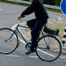 Po dukros vestuvių girtas tėvas namo grįžti nusprendė dviračiu