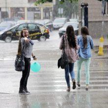Orai: merks lietus, galima ir perkūnija