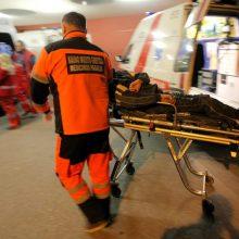 Šalikelėje rastas per avariją sužalotas vyras
