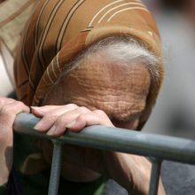 Sūnėnas sumušė ir plikai nuskuto garbaus amžiaus tetą