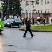 Iš troleibuso išlaipinta kaunietė: eismo organizavimas prie Klinikų – baisus