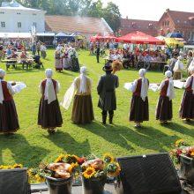 Šventė Raudondvaryje vilios rudens gėrybėmis ir vokiškomis vaišėmis