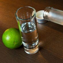 Kruvinos išgertuvės: neblaivūs asmenys peiliais žalojo žmones