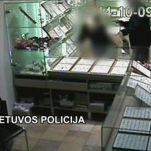 Atskleistas ginkluotas juvelyrikos parduotuvės apiplėšimas