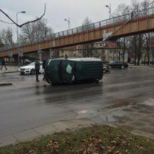 "Avarija Klaipėdoje – po smūgio ""Dodge""vertėsi ant šono"