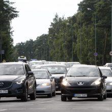 Estų šeima gali įpirkti 11 tūkst. eurų brangesnį automobilį nei lietuviai
