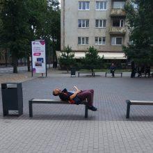 """Gyventojai pasipiktinę – miesto centre benamis surengė """"erotinį"""" šou"""